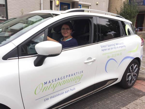 Nicolien in auto Massagepraktijk Ontspanning
