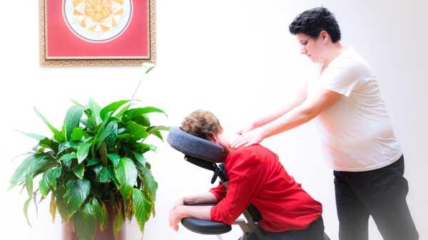 Massagepraktijk Ontspanning - Nicolien Ietswaard - massage collage - Stoelmassage