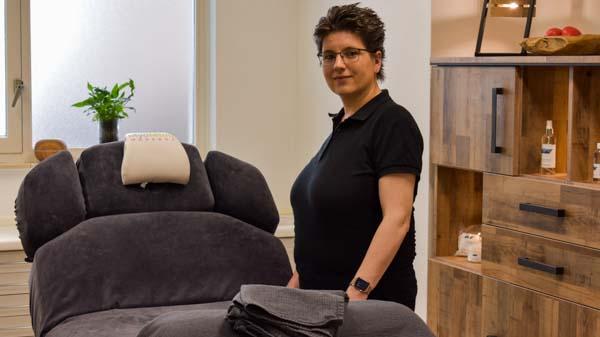 MyoMind Massage - Massagepraktijk collage - Nicolien Ietswaard - close up rechts van tafel