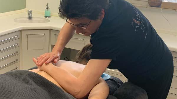 MyoMind Massage - Massagepraktijk collage - Nicolien Ietswaard - rugmassage 2